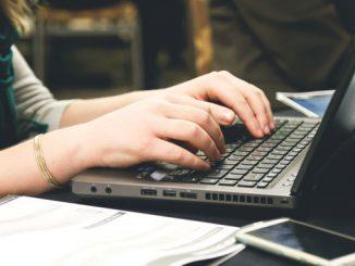 Günde Ortalama 7 Saatimiz Bilgisayar Başında Geçiyor